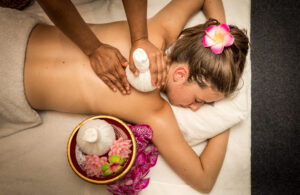fasiam-Thaise kruidenstempel massage